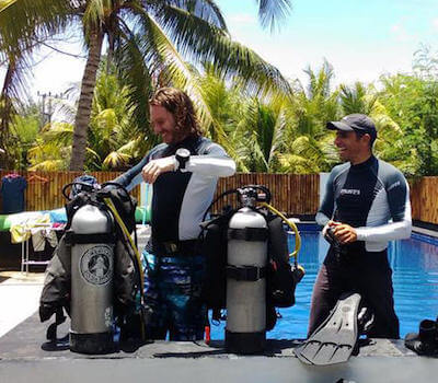 Divemaster candidates prepare to practice skills in the pool.